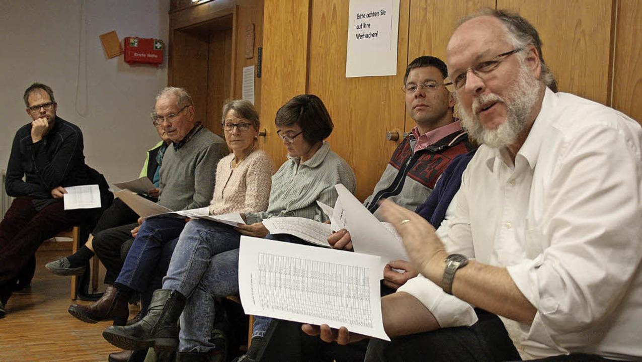 """Die Teilnehmer des ersten Treffens von...65"""" kamen schnell ins Gespräch.     Foto: Weniger"""