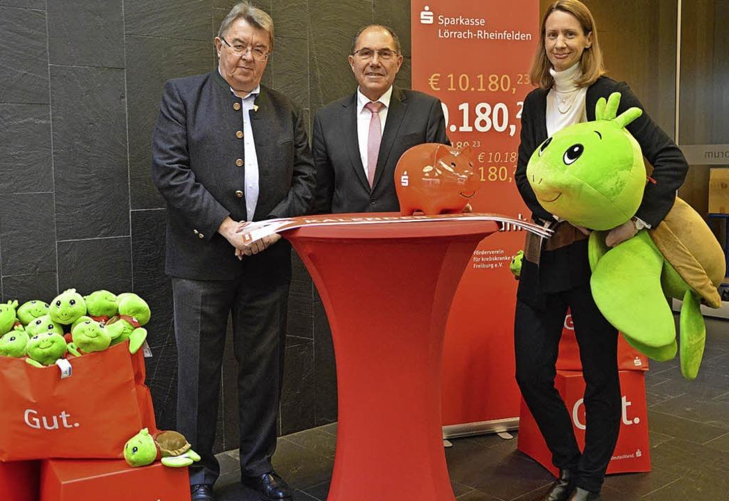 Geld und Spielzeug, übergeben von Klau...nahm Eduard Krause mit nach Freiburg.   | Foto: Barbara Ruda