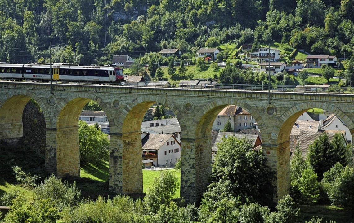 """Das """"Läufelfingerli"""" wird ...ber das Viadukt von Rümlingen fahren.     Foto: Archivfoto: Reich"""