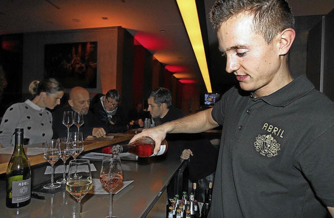 Groß war die Auswahl an  edlen Tropfen...Weingut Abril genossen werden konnten.    Foto: Trogus