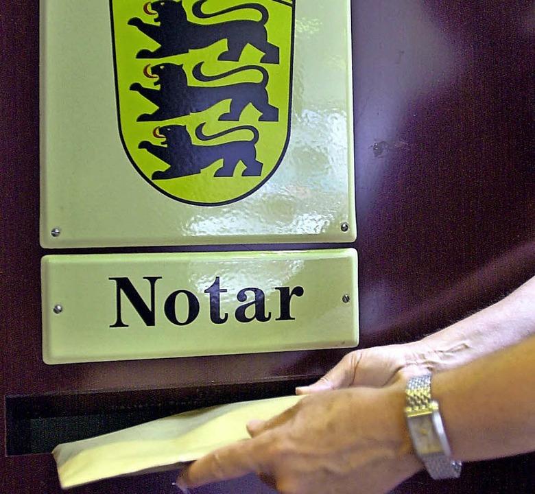 Ohne Landeswappen: Die Notare arbeiten... Amtsgerichten sondern freiberuflich.   | Foto: DPA