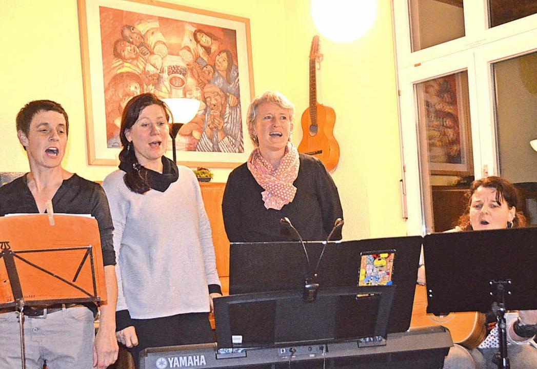 Ganz in ihrem Element (von links): Nic...mann, Maria Böhme und Sabine Wuchner.     Foto: Gabriele Rasenberger