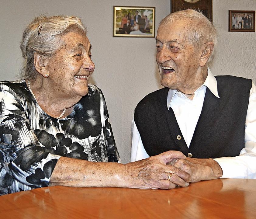 Seit 70 Jahren verheiratet: Rosa und Emil Baumgartner.   | Foto: Paul Berger