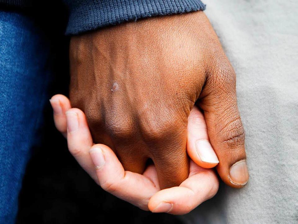 Sie hielten  sich am Samstag inGenf b...ration gegen Sklaverei an den Händen.   | Foto: dpa