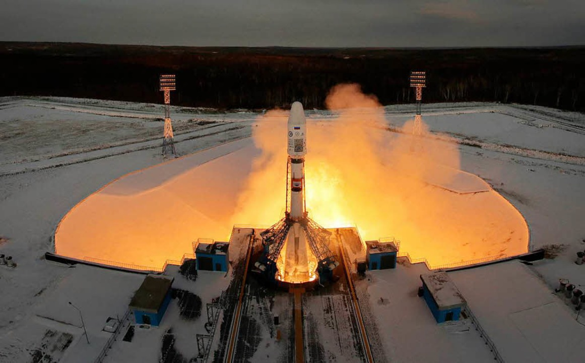 Die russische Sojus-Rakete mit Meteor ...8 Mikro-Satelliten hob am Dienstag ab.  | Foto: dpa