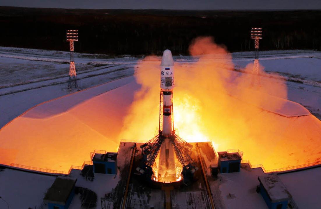 Die russische Sojus-Rakete mit Meteor ... Mikro-Satelliten hob am Dienstag ab.   | Foto: dpa