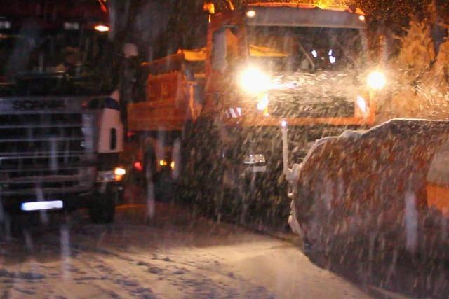 Schneefall hat Verkehr im Hochschwarzwald teils lahmgelegt