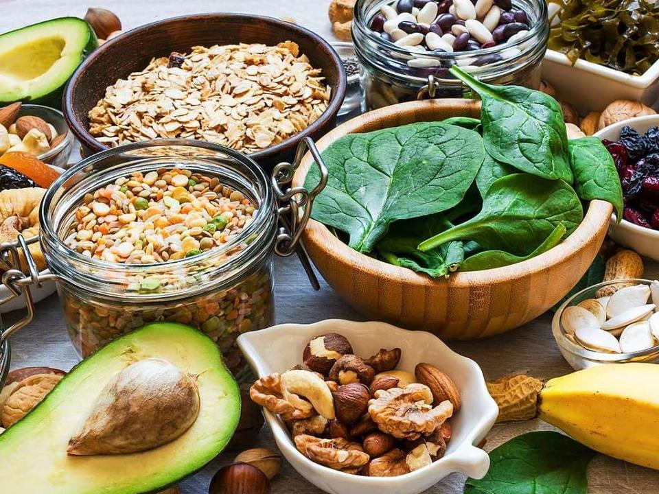Sorgen für genug Kalium im Körper: Vol...sse, Avocado, Spinat und Hülsenfrüchte    Foto: samael334  (stock.adobe.com)