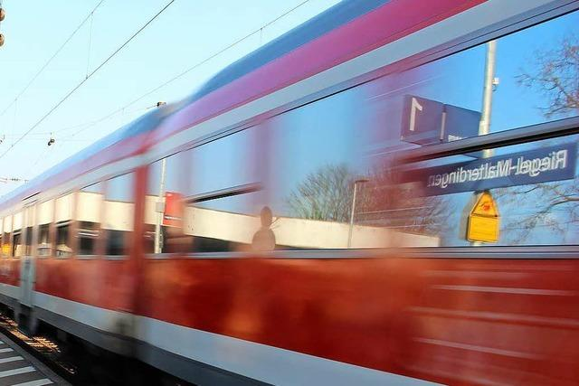 Junge Frau im Zug bei Riegel-Malterdingen sexuell belästigt