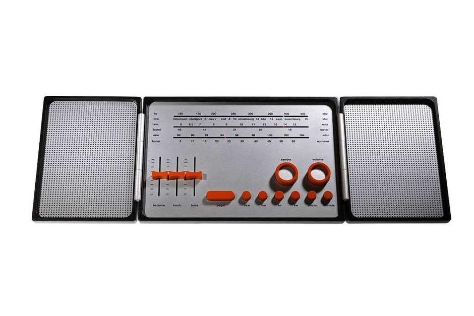 """Mit dem Design eines klappbaren Stereoradios gewann Esslinger den ersten """"Bundespreis Gute Form 1969"""". Das schon damals realistisch aussehende Modell bestand aus Kunststoff und Metall. (Foto: Hartmut Esslinger)"""