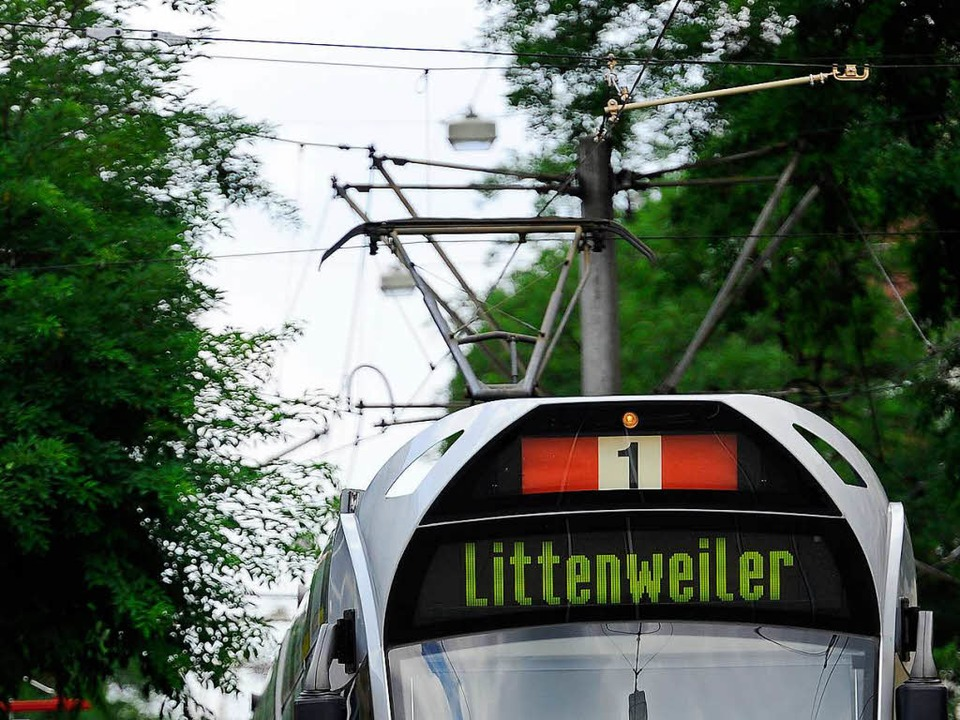 Die Linie 1 zwischen Bertoldsbrunnen u...inem Unfall unterbrochen (Symbolbild).  | Foto: Ingo Schneider
