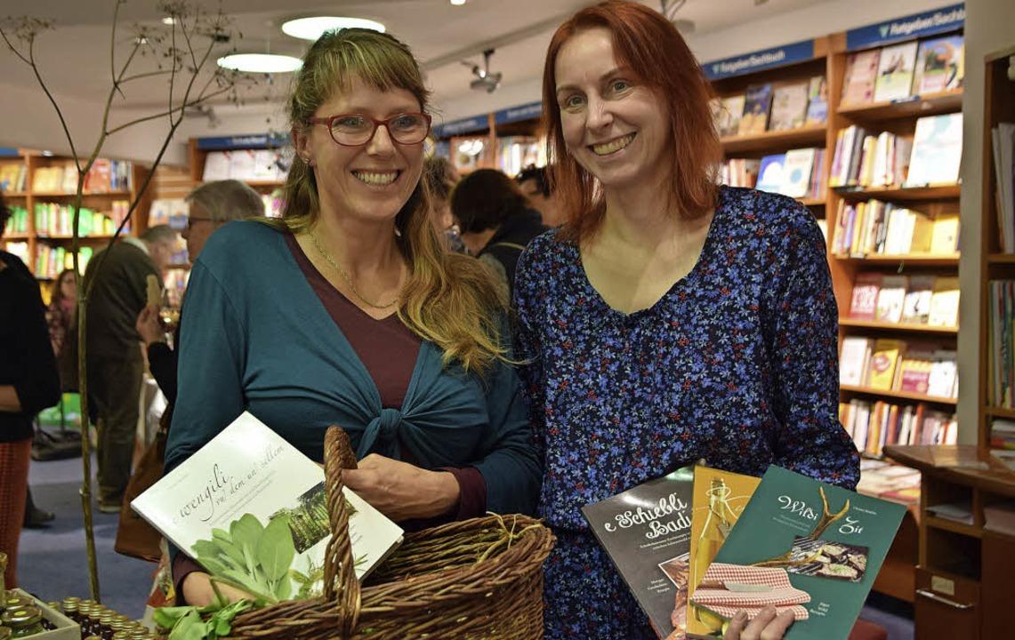 Zwei Spezialistinnen, jede auf ihre Ar... und Heilkräuterexpertin Nicole Kaiser  | Foto: Beatrice Ehrlich