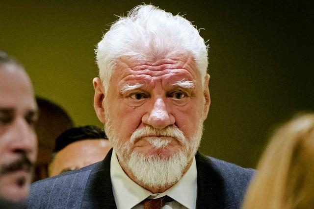 Verurteilter General schluckt im Gericht offenbar Gift – und stirbt
