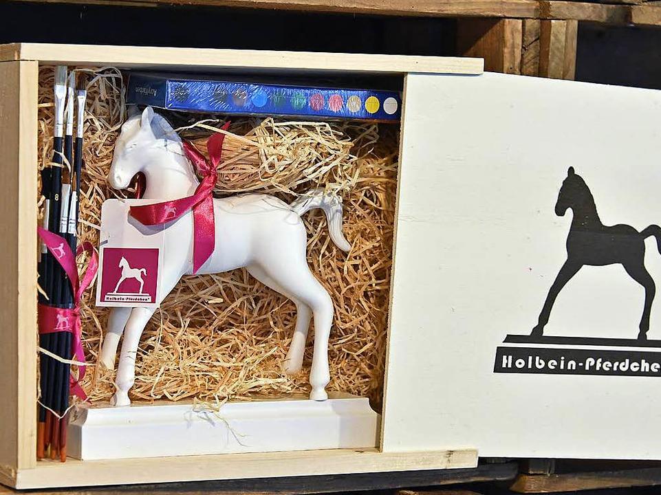 Pferdle-Version mit Malkasten kommt in der schicken Holzbox.  | Foto: Michael Bamberger