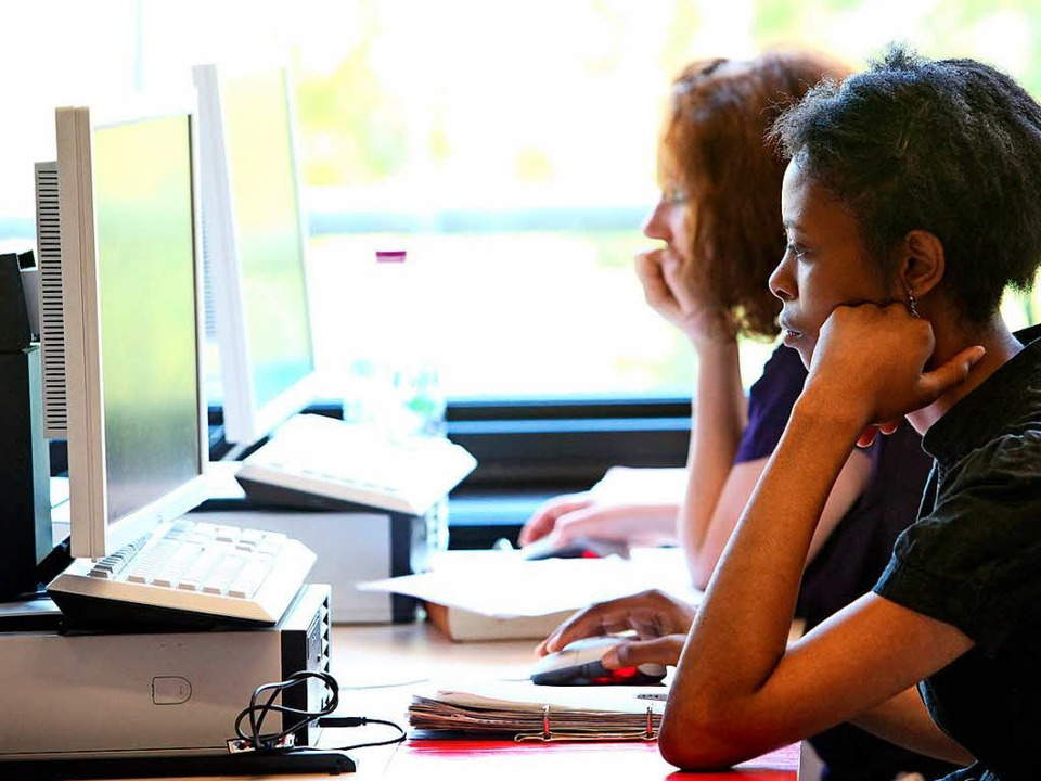 Früher tauschten Studenten  ihre Mitschriften aus, heute gehen sie ins Netz.  | Foto: Bodo_Marks