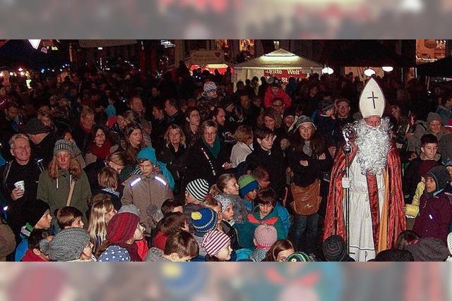 Weihnachtliches Flair mit Nikolaus und Musik
