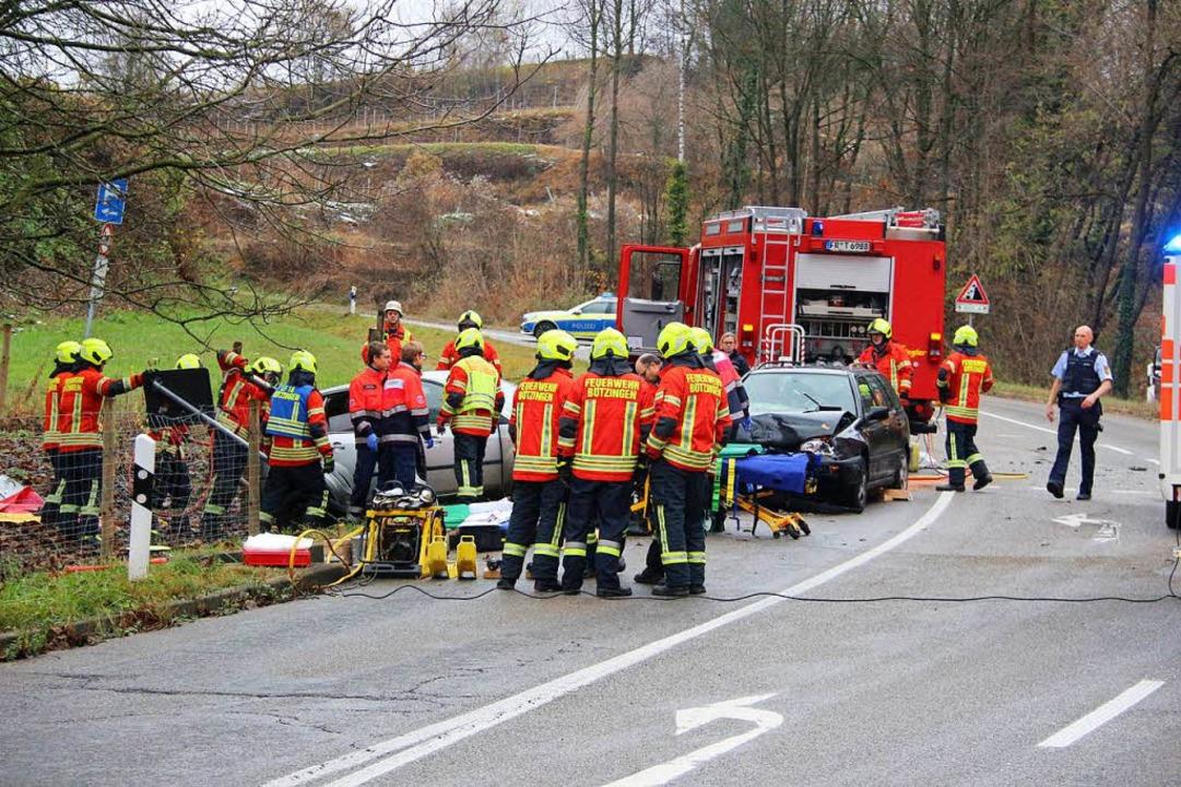 Zahlreiche Rettungskräfte sind bei dem...ll unter dem Vogelsangpass im Einsatz.  | Foto: Horst David