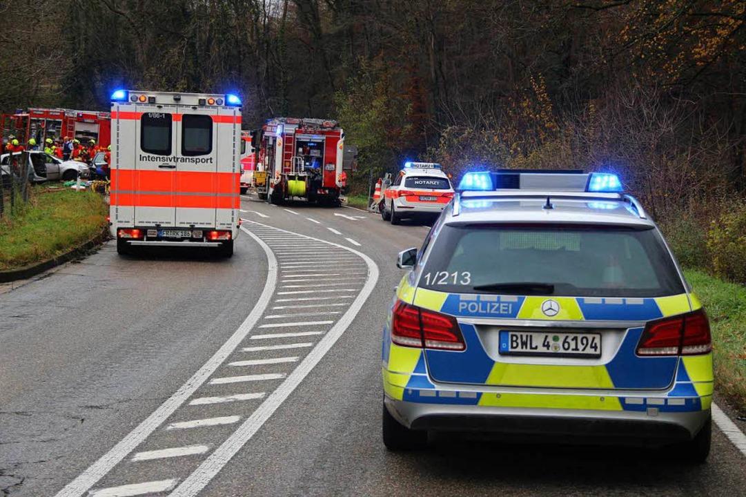 Die Landesstraße von Bötzingen nach Vo...g wurde für den Einsatz voll gesperrt.  | Foto: Horst David