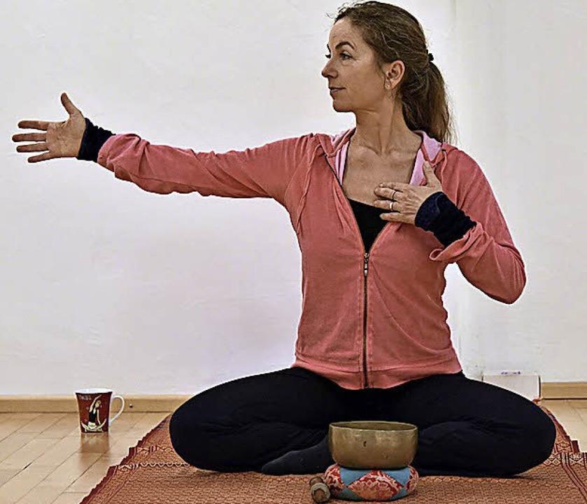 Annette Angenend ist eine der zehn engagierten (Advents-)Yoga-Lehrerinnen.  | Foto: Bamberger