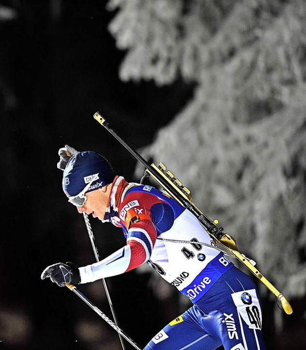Der Norweger Johannes Thingnes Bö siegt in Östersund.   | Foto: DPA