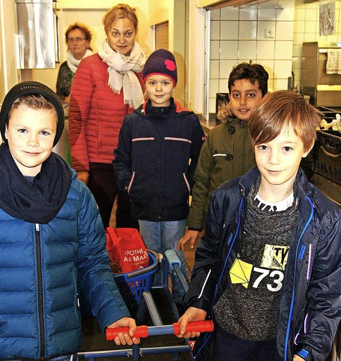 Von nun  an werden die Grundschüler de... jedes Jahr den Tafelladen beliefern.   | Foto: Eva Skrypnik
