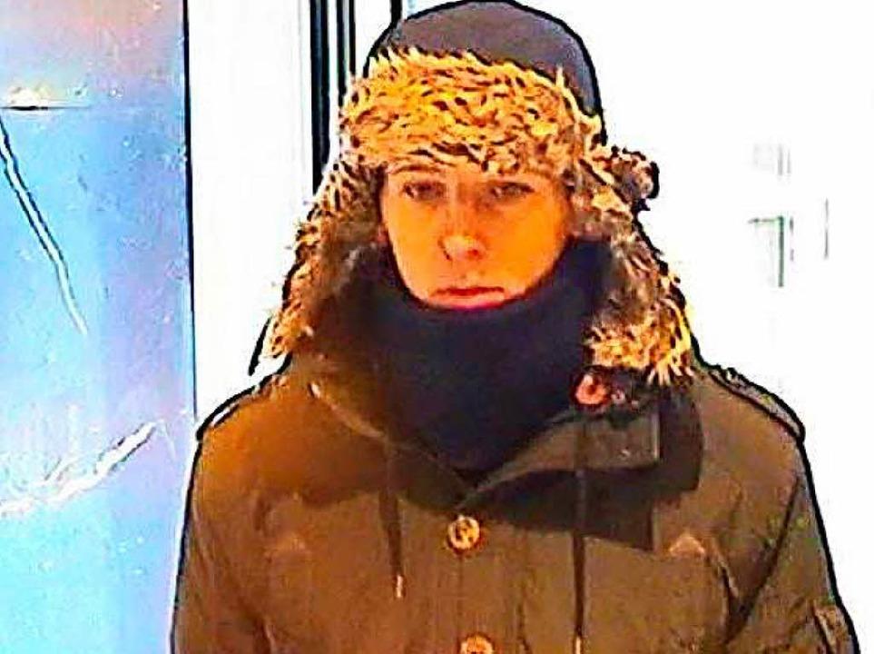 Überfall auf einen Juwelier in Baden-B... hat diese Fahndungsfotos freigegeben.  | Foto: Polizei Offenburg