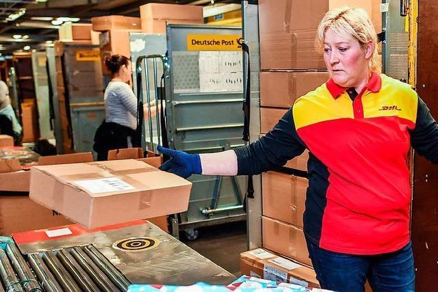 Paketdienste ziehen Gebühr für Haustür-Lieferungen in Betracht