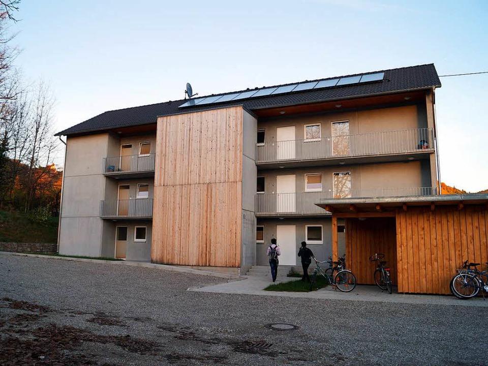 Seit Anfang 2017 bietet der Neubau  We...nterbringung der Gemeinde Badenweiler.  | Foto: Silke Hartenstein