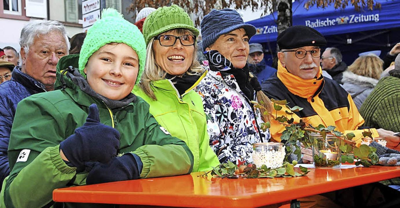 Warm eingepackt strömten die  Fans zum Open-Air-Winterkonzert.  | Foto: Robert Bergmann