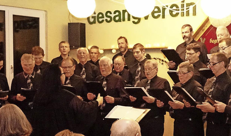 Nicht ohne Zugaben durfte der Gesangve...nberg am Samstag die Bühne verlassen.   | Foto: Hans-Jürgen Hege