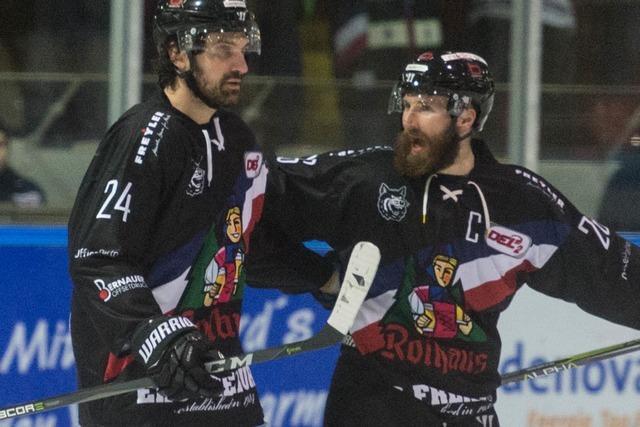 Eishockey-Krimi: EHC Freiburg gewinnt auswärts mit 4:2 gegen amtierenden DEL-2-Meister