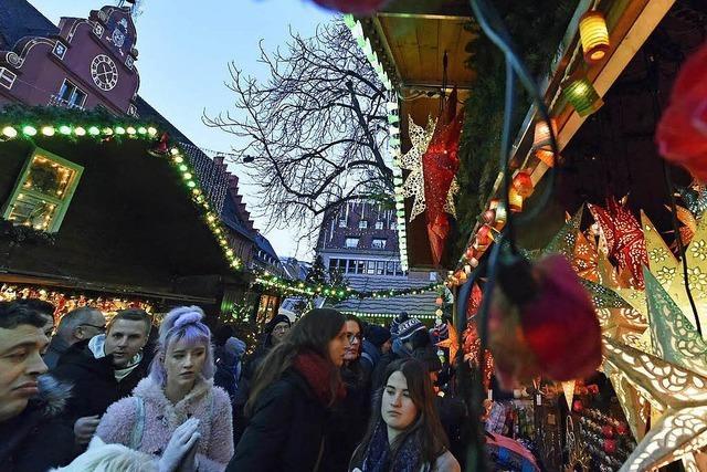 Krippen, Küsse, Kartoffelchips: Der Freiburger Weihnachtsmarkt
