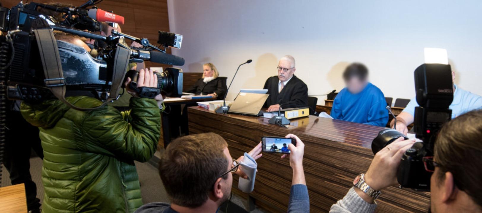 Dem Angeklagten im Fall Carolin G. wir...tötet zu haben. Sondern auch Lucile K.  | Foto: dpa