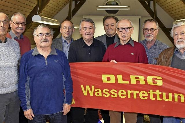 DLRG ehrt viele Mitglieder
