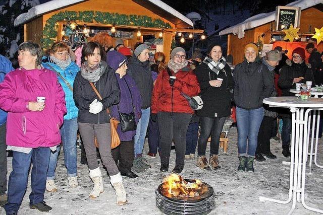 Winterwetter bei Weihnachtsmarkt