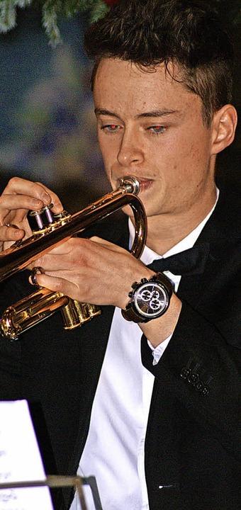 Sebastian Rünzi begeisterte auf seiner Trompete als Solist.  | Foto: Werner Probst
