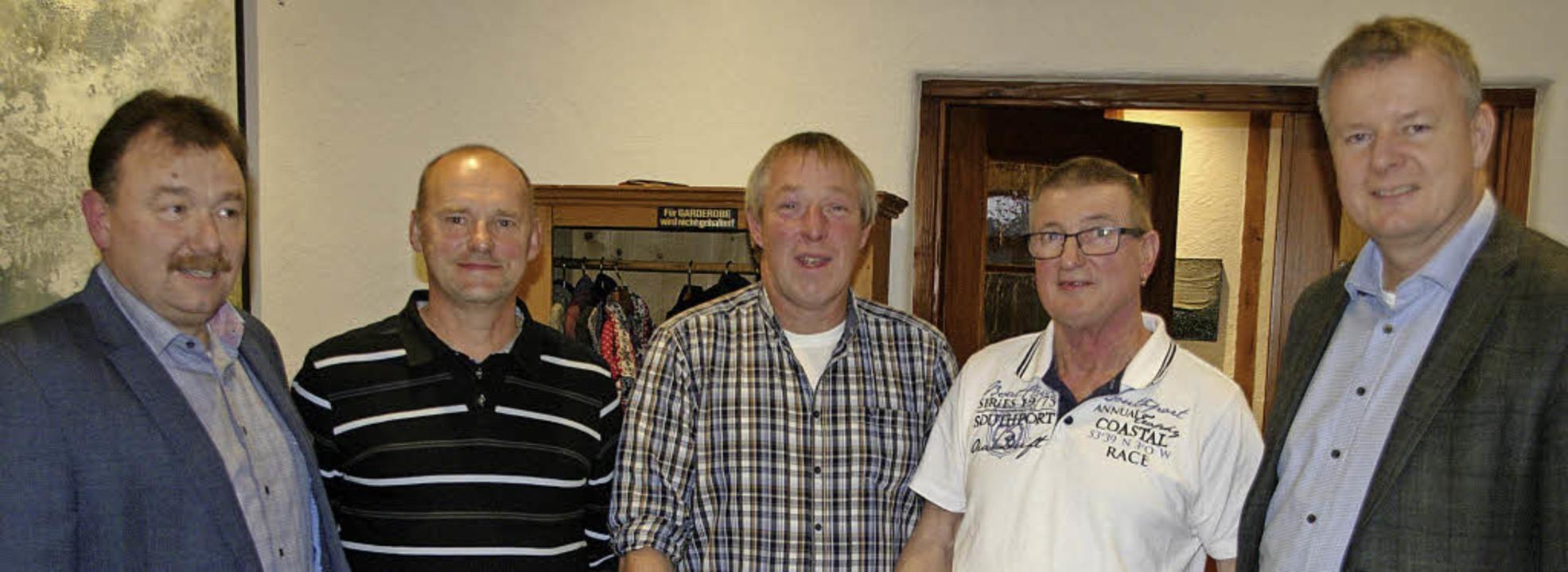 Martin Benz, Petr Hivincev, Matthias S...d Bürgermeister Dirk Blens (von links)  | Foto: map