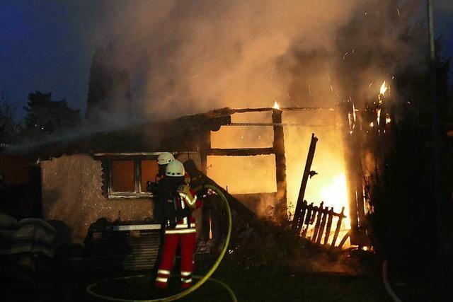 Gartenhütte in der Gettnau brennt aus