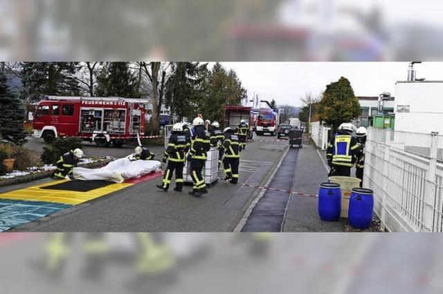 Ätzende Lauge in Lieferwagen löst Alarm aus