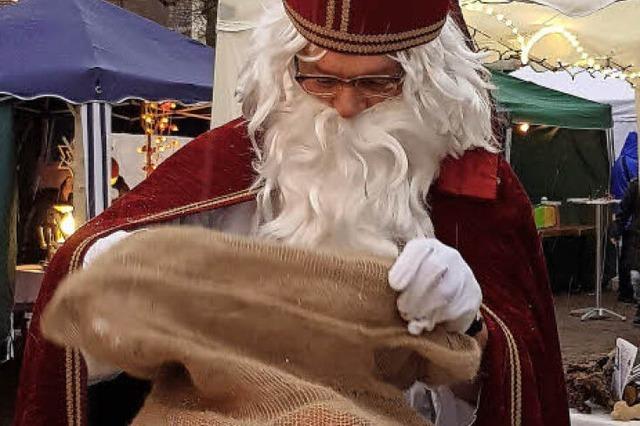Herr N. ist in Sölden als Nikolaus unterwegs