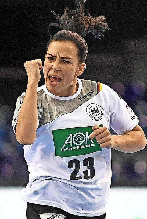 Freut sich über eines ihrer sechs Tore: Svenja Huber   | Foto: dpa
