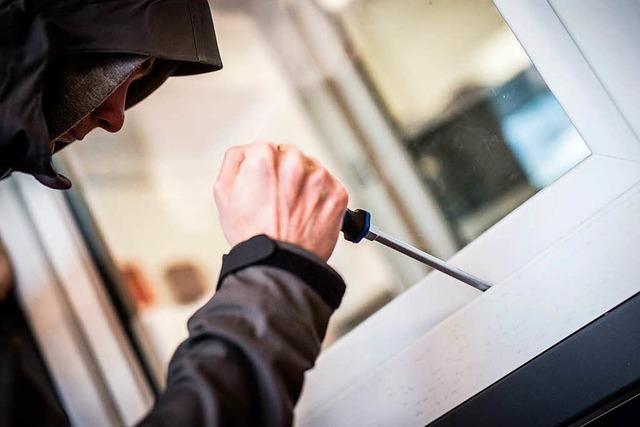 Diebe stehlen in Lörrach-Hauingen Schmuck und Bargeld