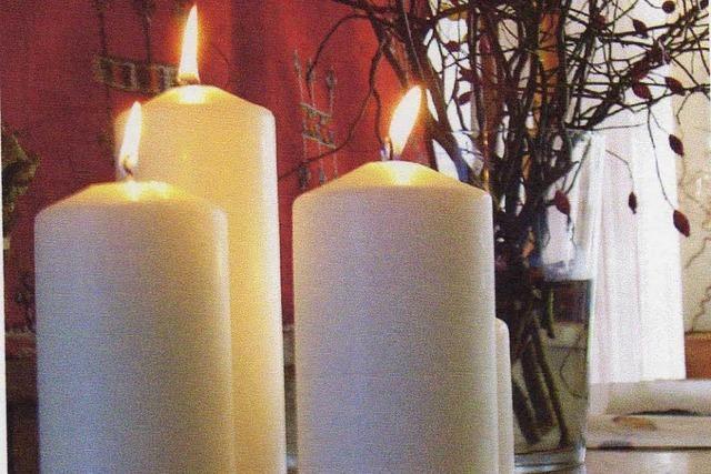 Unbeaufsichtigte Adventskerze löst Wohnungsbrand in Freiburg aus
