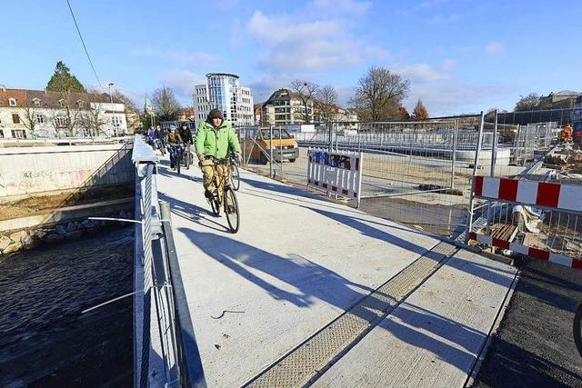 Video: Radler und Fußgänger erobern die Kronenbrücke zurück
