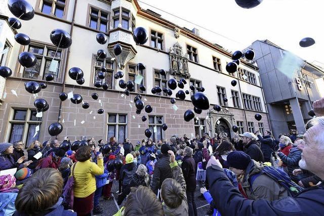 Schwarze Ballons für Stuttgart