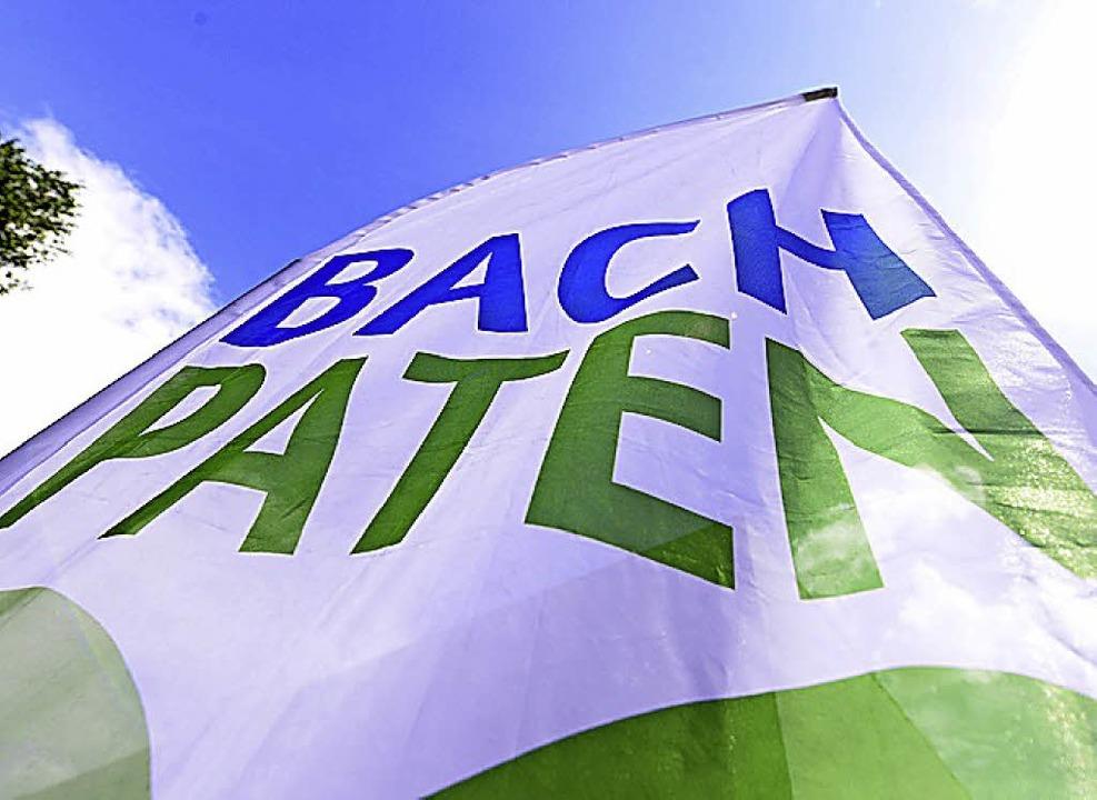 <BZ-FotoAnlauf>Naturschutz</BZ-FotoAnl...hreiben sich die Paten auf die Fahne.   | Foto: Schneider