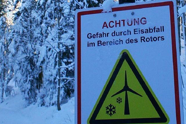 Schilder auf der Loipe bei Gersbach warnen vor