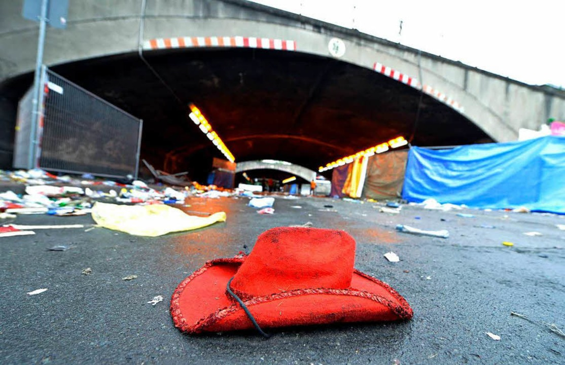 Spuren einer Massenpanik, durch die 21...n Duisburg am Abend des 24. Juli 2010.  | Foto: dpa