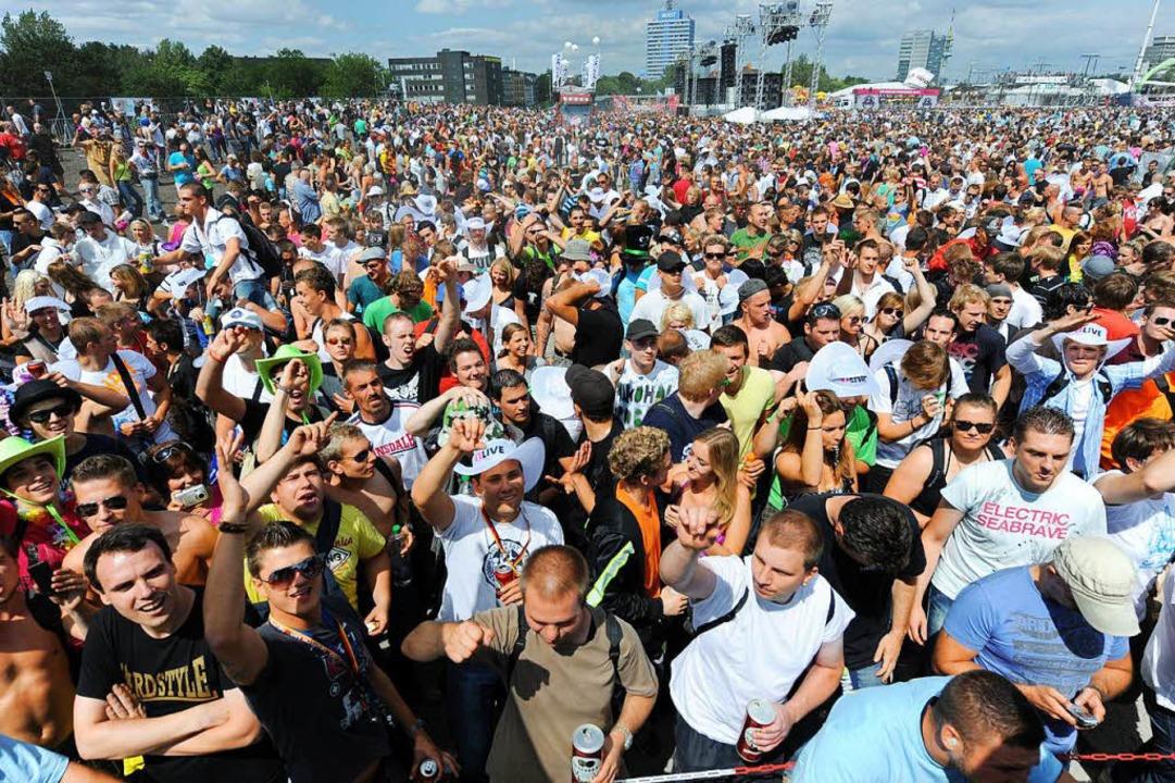 Rund eine Million Besucher  waren zur Loveparade vor sieben Jahren gekommen.  | Foto: dpa