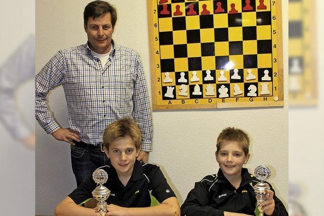 Zwei junge Talente am Schachbrett